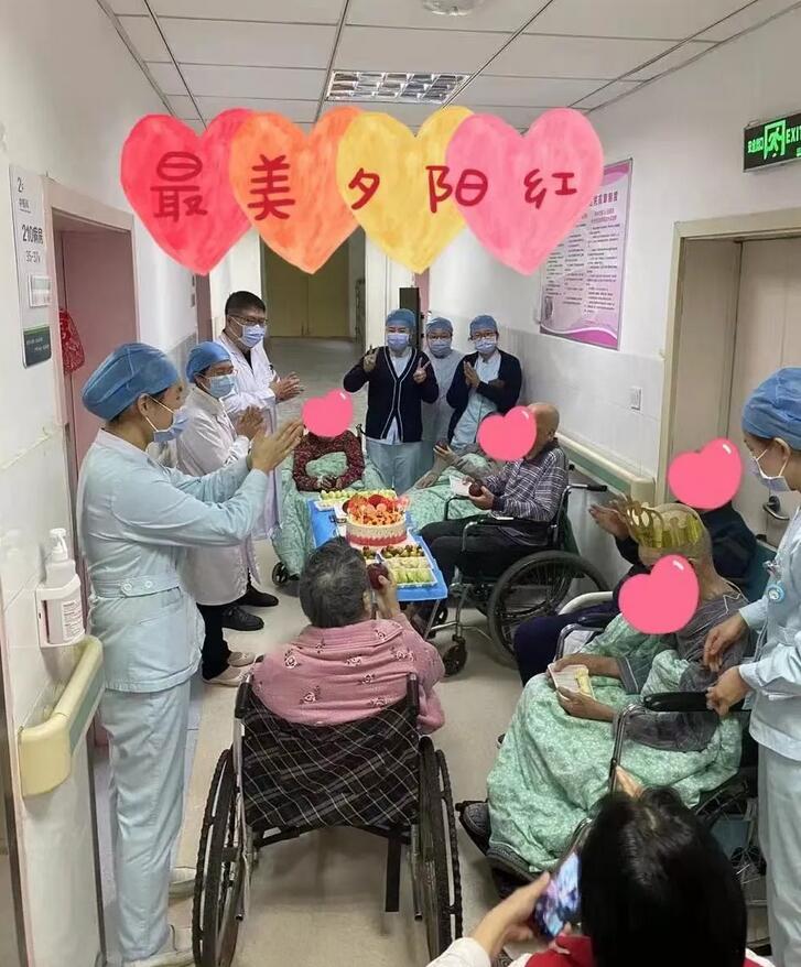 郑州市九院中医科老人节给老人送上暖心祝福